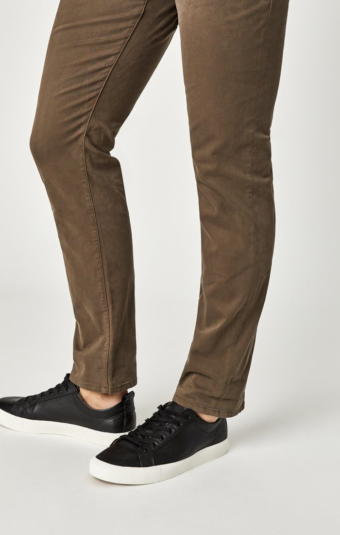 MARCUS SLIM STRAIGHT LEG IN MOREL SATEEN TWILL - Mavi Jeans