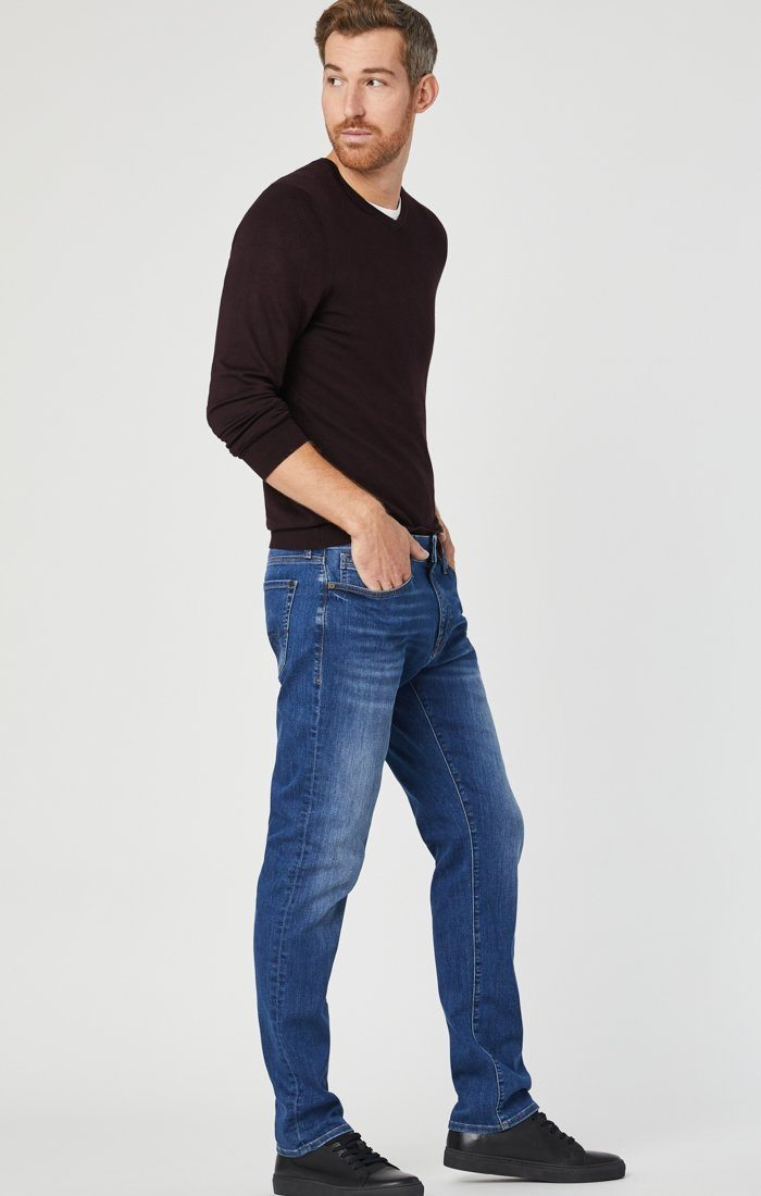 MARCUS SLIM STRAIGHT LEG JEANS IN MID BRUSHED WILLIAMSBURG Image 4