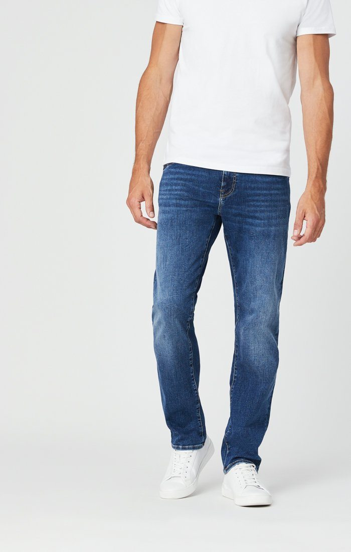 ZACH STRAIGHT LEG JEANS IN MID BLUE ORGANIC MOVE Image 8
