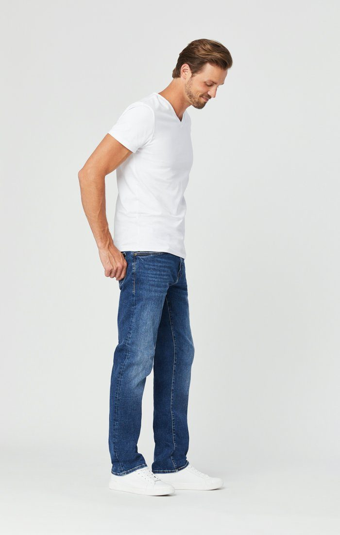 ZACH STRAIGHT LEG JEANS IN MID BLUE ORGANIC MOVE Image 2