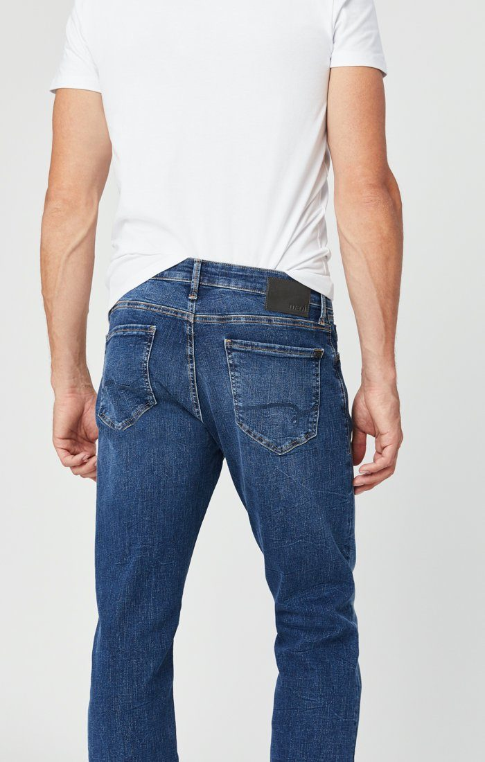 ZACH STRAIGHT LEG JEANS IN MID BLUE ORGANIC MOVE Image 5