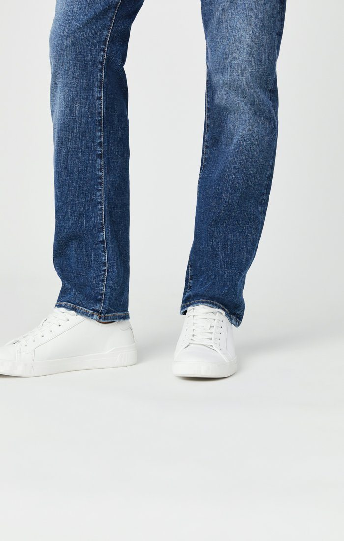 ZACH STRAIGHT LEG JEANS IN MID BLUE ORGANIC MOVE Image 7