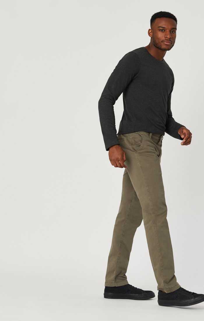 EDWARD CHINO IN EDWARD DUSTY OLIVE TWILL Image 3