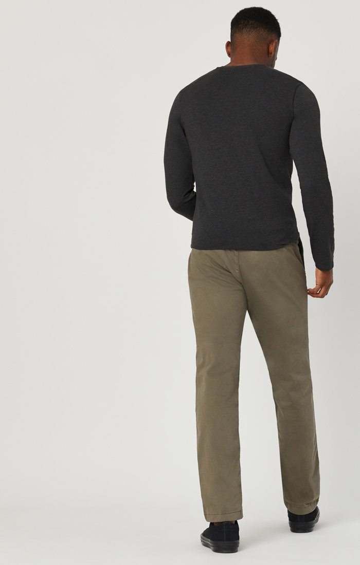 EDWARD CHINO IN EDWARD DUSTY OLIVE TWILL Image 4