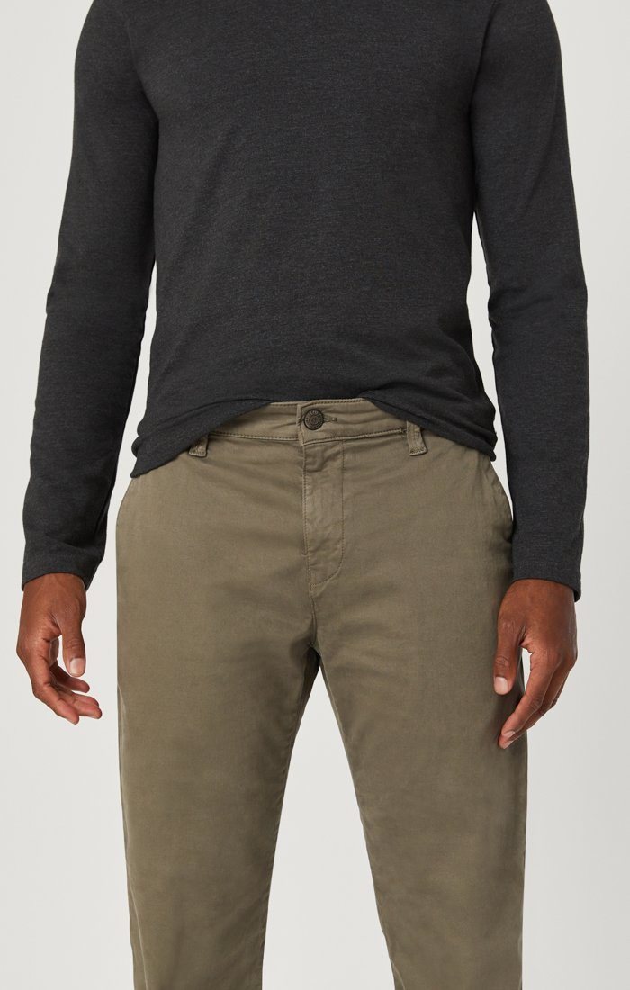EDWARD CHINO IN EDWARD DUSTY OLIVE TWILL Image 2