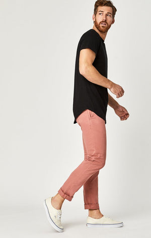 JOHNNY SLIM CHINO IN BRICK DUST SATEEN TWILL - Mavi Jeans