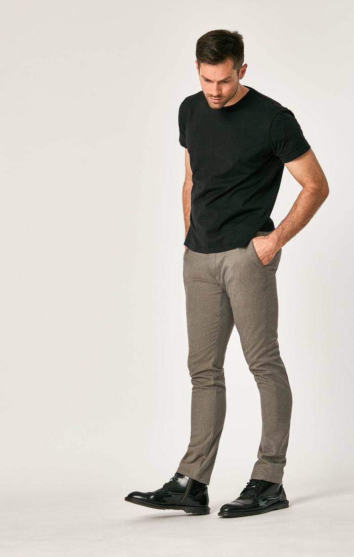 JOHNNY SLIM CHINO IN SAND FEATHER TWEED - Mavi Jeans