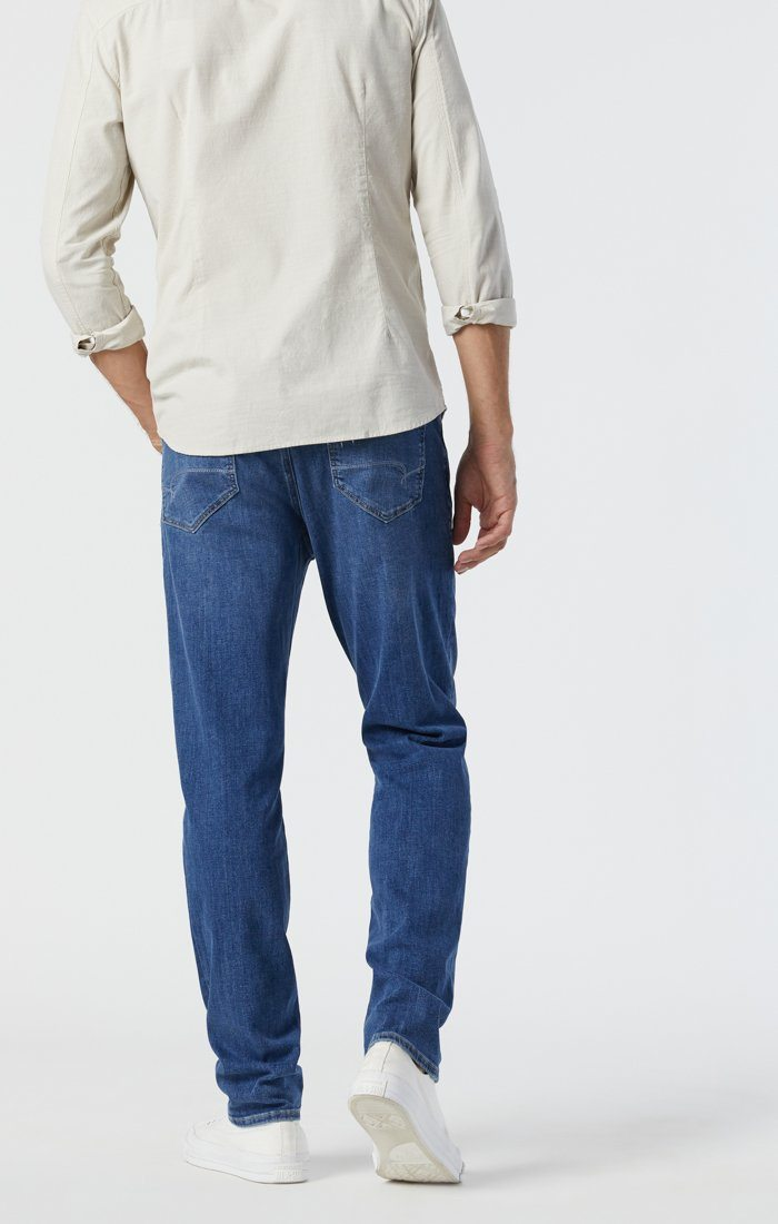 STEVE ATHLETIC JEANS IN MID FOGGY FEATHER BLUE Image 5