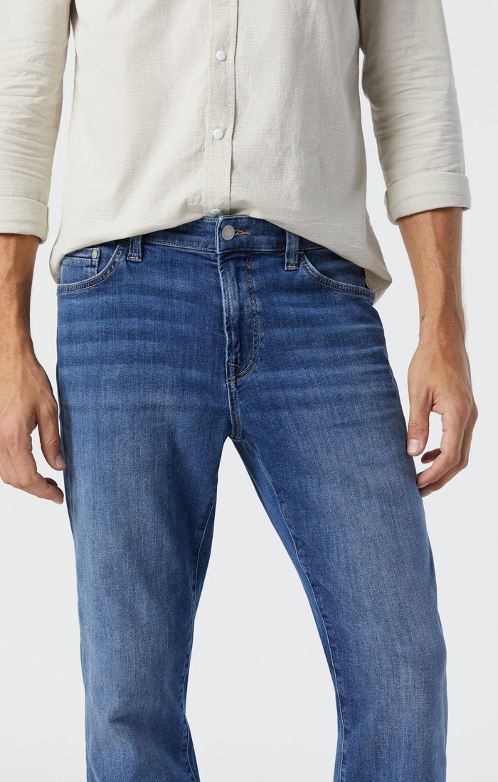 STEVE ATHLETIC JEANS IN MID FOGGY FEATHER BLUE Image 3