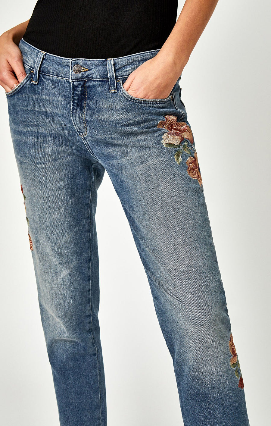 ADA BOYFRIEND IN MID ROSE EMBROIDERY - Mavi Jeans