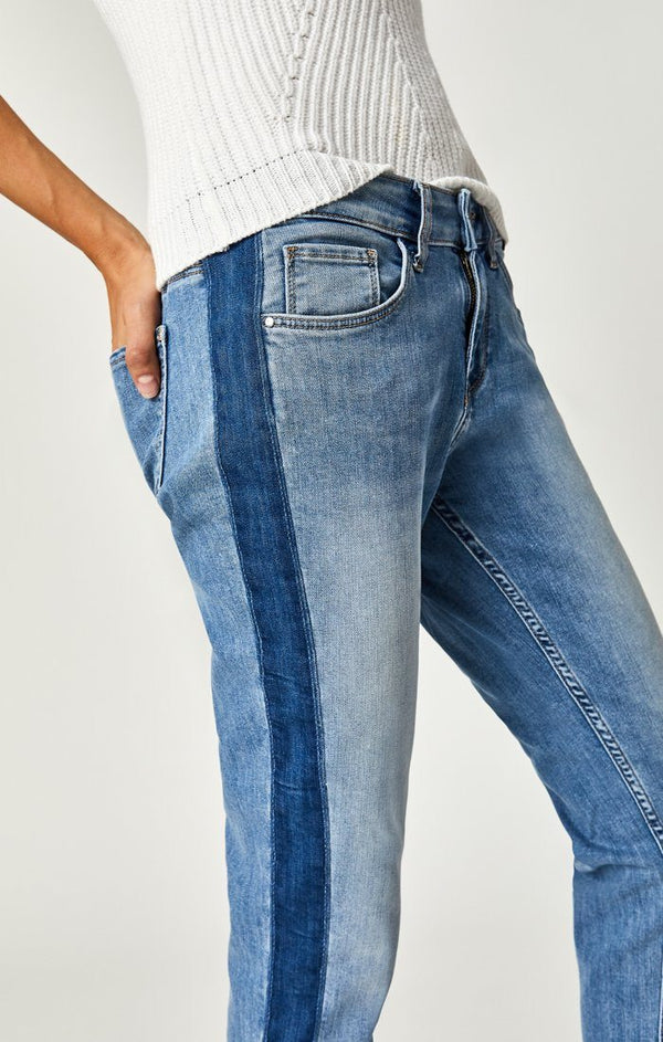 ADA BOYFRIEND IN MID INDIGO BLOCKING - Mavi Jeans