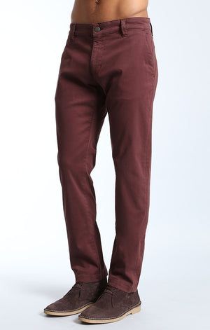 JOHNNY SLIM LEG CHINO IN BURGUNDY TWILL - Mavi Jeans
