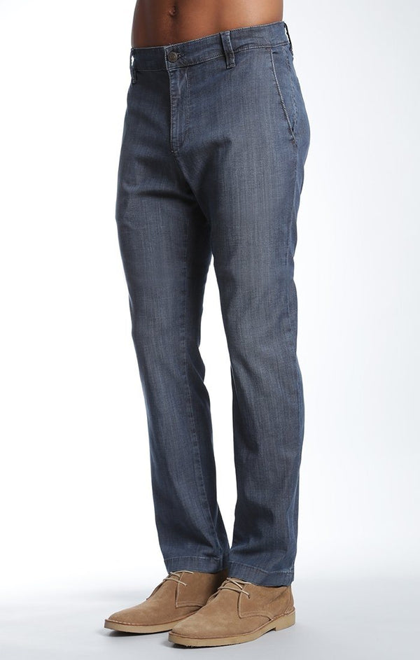 EDWARD CHINO IN DARK CHAMBRAY - Mavi Jeans