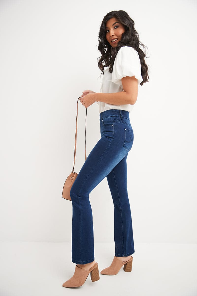Pull-on Bootcut Jeans with 5 real pockets
