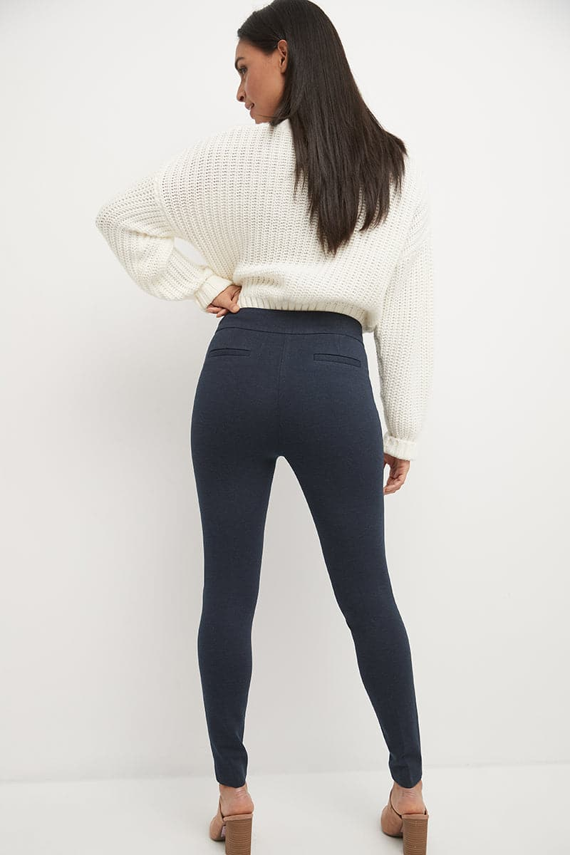 Pull-on Knit Pants with a Slimming Silhouette