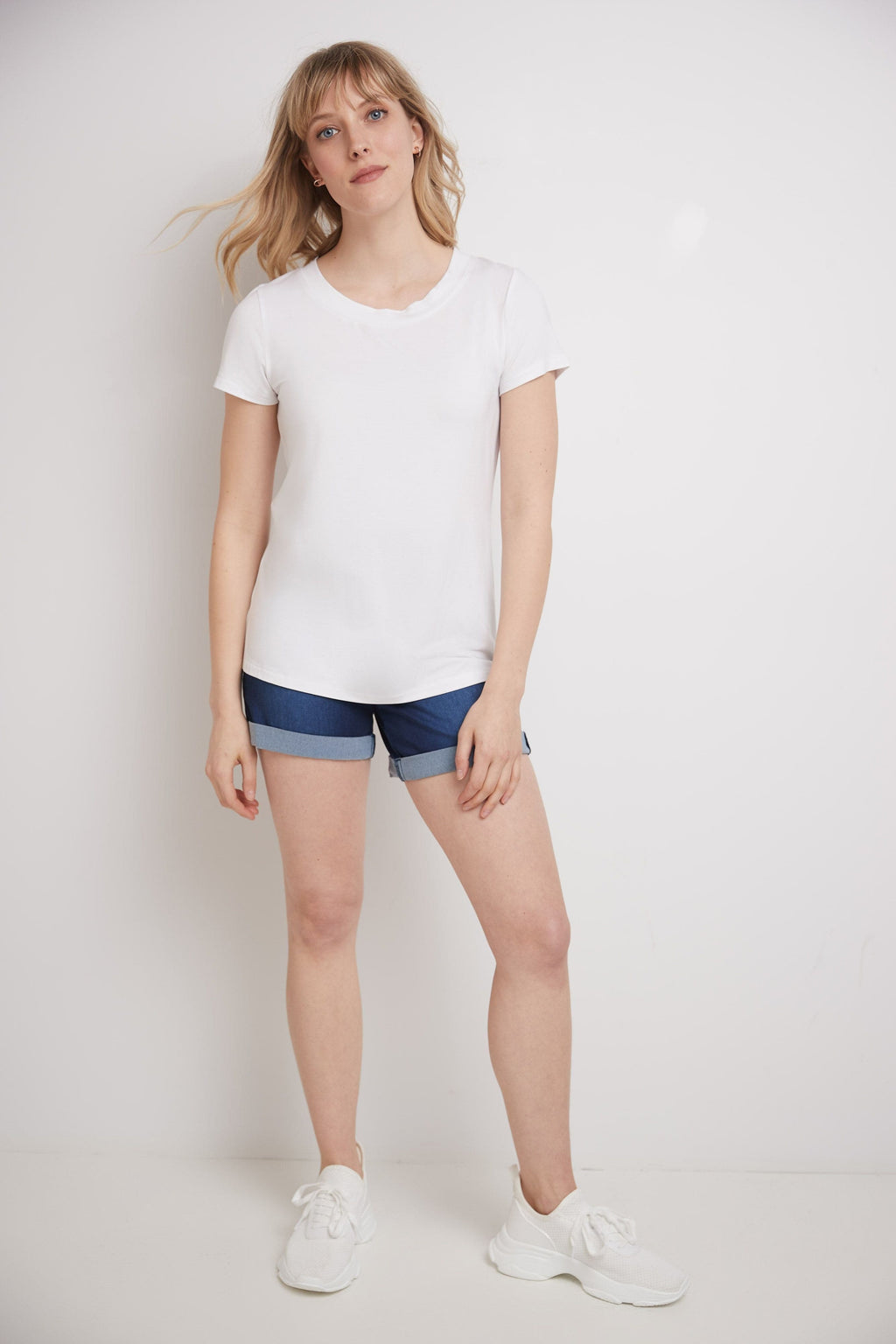 Short-Sleeve Business Casual T-Shirt with Scooped Neck