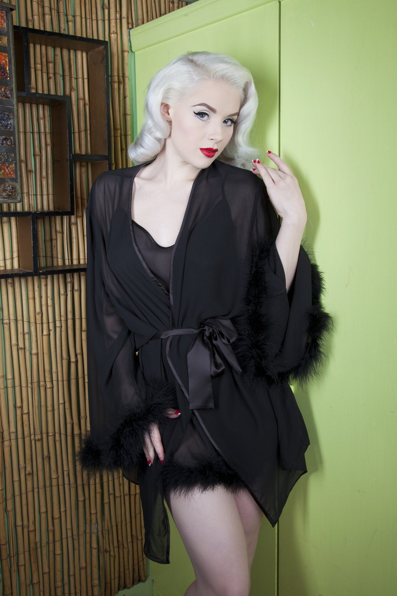 Bettie Page - Ostrich Feather Robe BP009