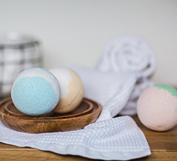 LEARN TO MAKE BATH BOMBS!