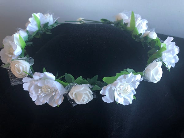 Flowers - Wreath White with Green Leaves