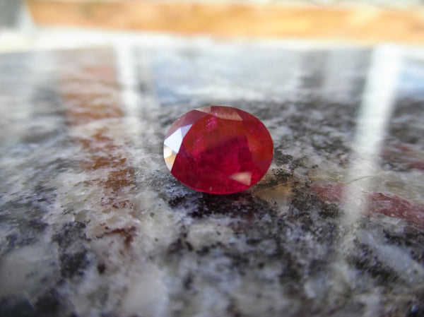 5.66ct CHATUM RUBY GREAT RED COLOR - Blaze-N-Gems