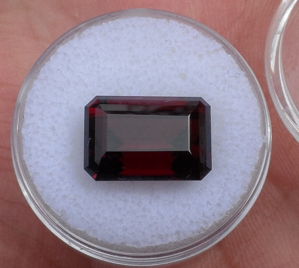 12.28 ct. HUGE Montana Garnet, Deep bright red