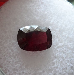 2.27 CTS. BEAUTIFUL BLOOD RED/PURPLE CUSHION CUT MT. GARNET