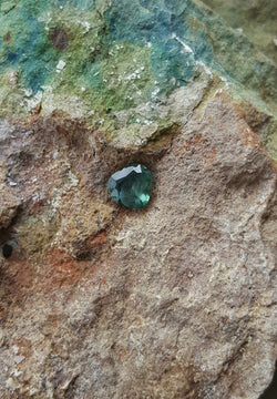 3.0ct INCREDIBLE GREEN BLUE HEART SHAPPED MONTANA SAPPHIRE