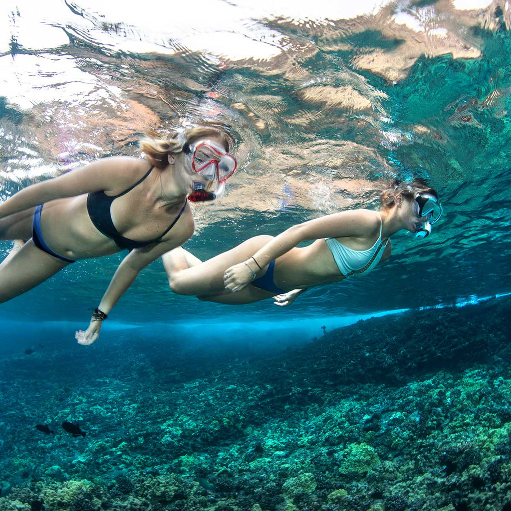 women-enjoying-under-water-adventure
