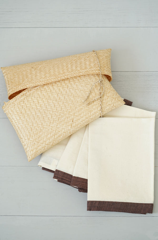 Set of 4 Cotton and Hemp Napkins With Straw Clutch Bag