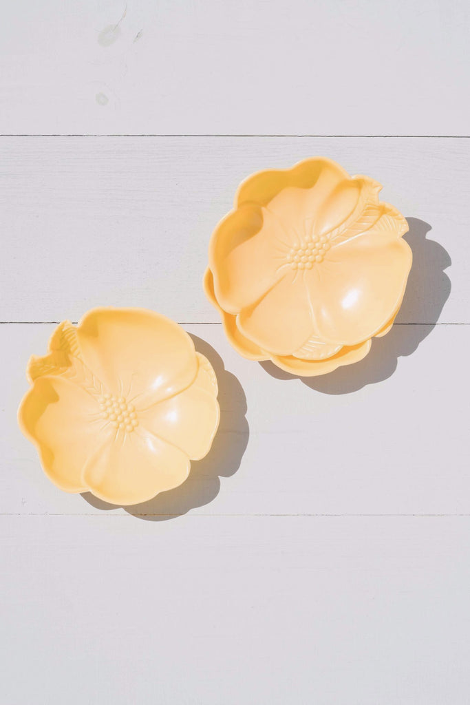 Set of 3 Vintage Hofmann Industries Yellow Plastic Hibiscus Stacking Bowls