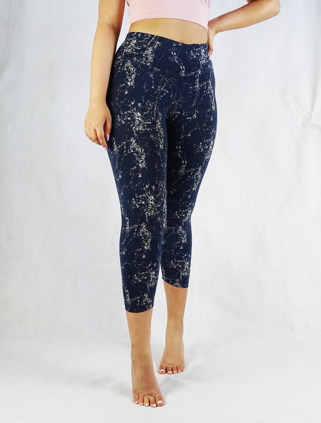 Fly to the galaxy and back in the new Galaxy compression crop legging! So comfortable that you can do anything that you want in them - think high performance, yoga, pilates, or a hike in the wild or a run on the beach. Add a classy top and you can go dancing with the stars!