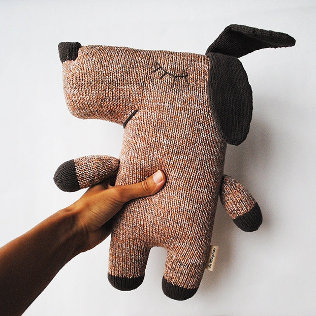 Handmade knitted soft toy - Dog Steve | LaMaglia toys | Dog soft toy | Moeder Fox favourite things