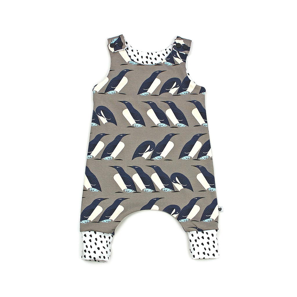 Organic Baby Harem Romper | Penguins with Snow cuffs | Moeder Fox