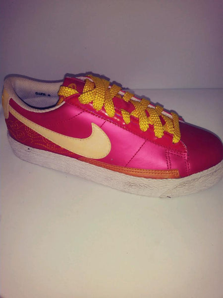 NIKE BLASER LOW PREMIUM RED LAST ONE SIZE 5Y