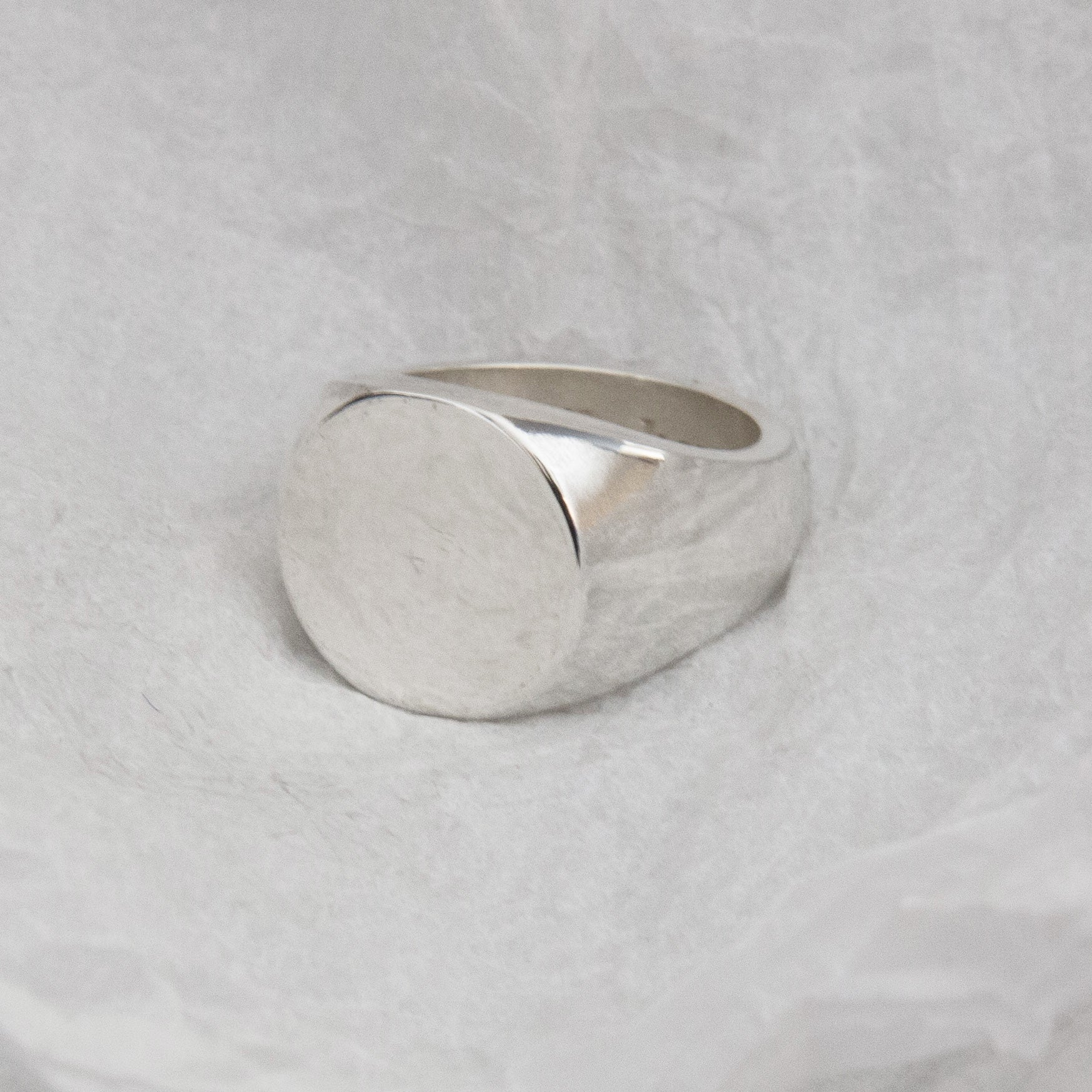 23. Circled Signet Ring SIZE S