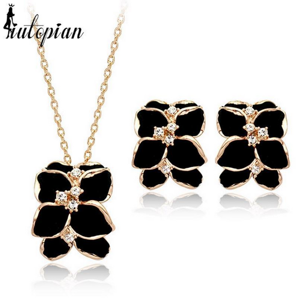 Black Flower Pendant Necklace & Earrings Set