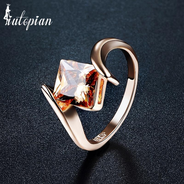 rosegold square ring with topaz