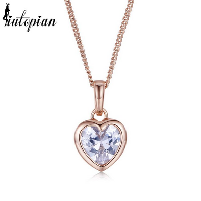 tiny heart pendant necklace in gold with diamond