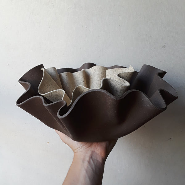 Large Ruffle Bowl I chocolate brown