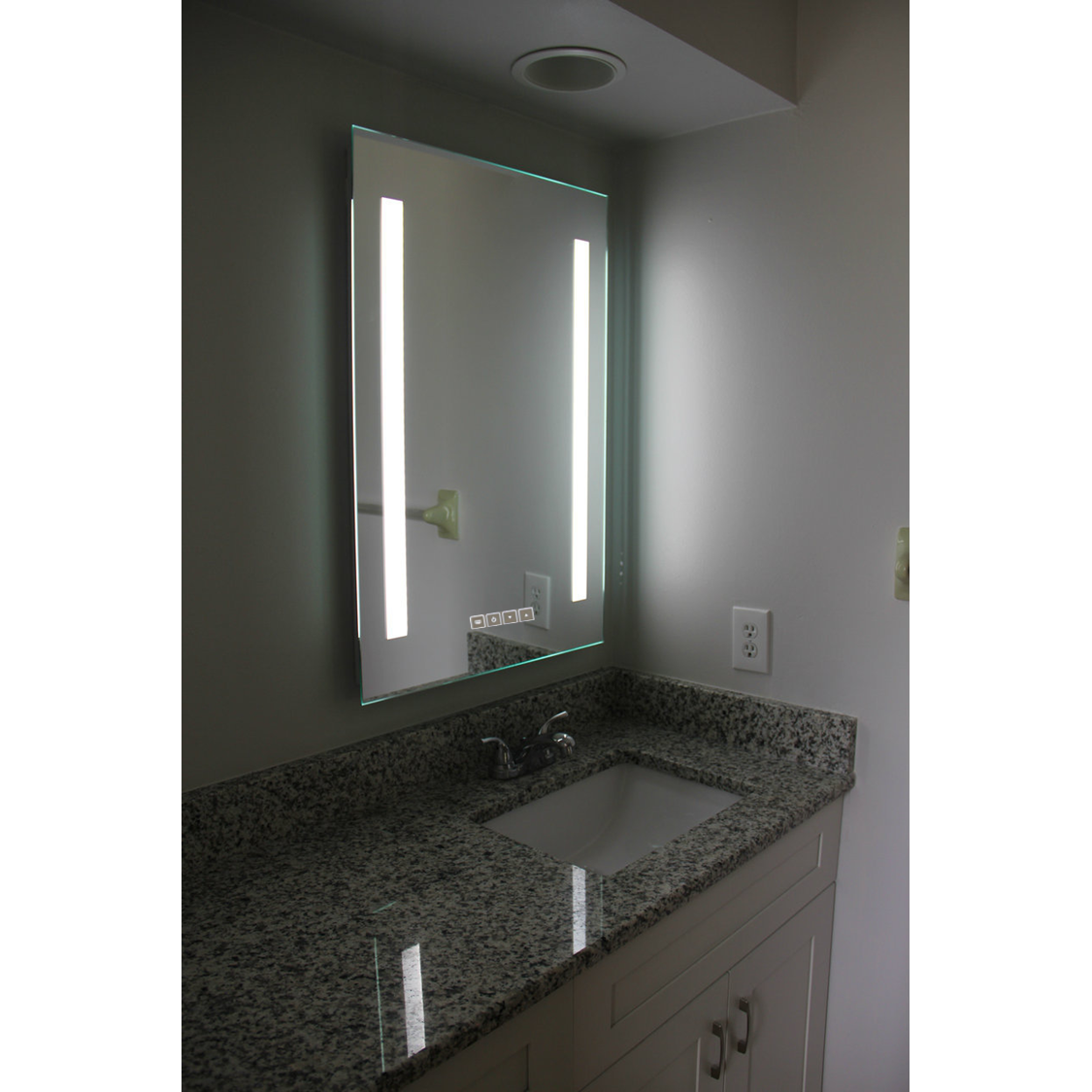 competitive price 43436 b3fd3 LED Striped Dimmable LED Vanity Mirror - Bright Reflections