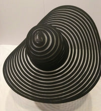 SPIRAL- Black swirly hat