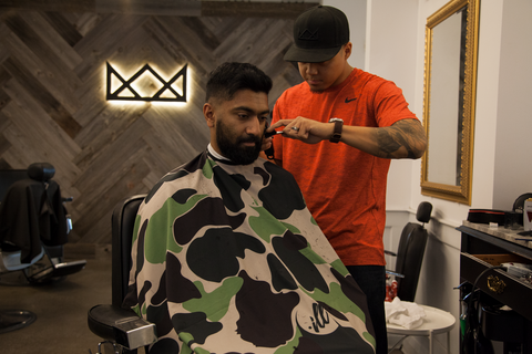 Throne Barbershop/ illuzien Hair Cutting Cape