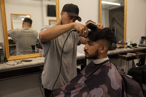 Throne Barbershop/ illuzien Barber Cape
