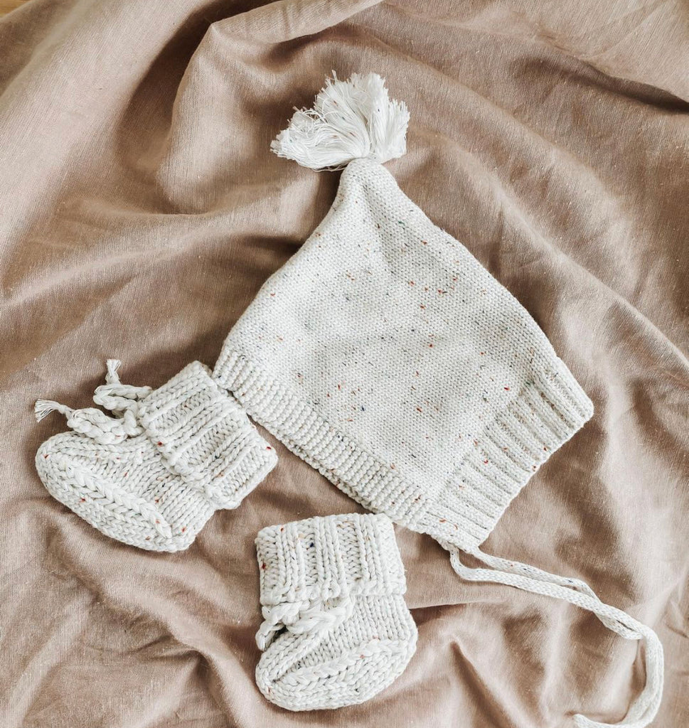 Bundl Vanilla Speckles Bonnet and Booties Set