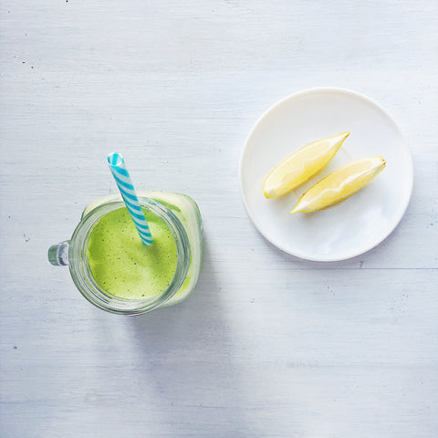 how to detox: stay hydrated, drink green smoothie