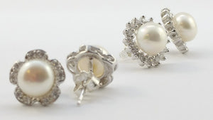 Learn The Pearl Stud Earrings Essentials
