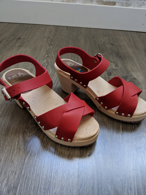 GERTRUDE CLOG IN RED