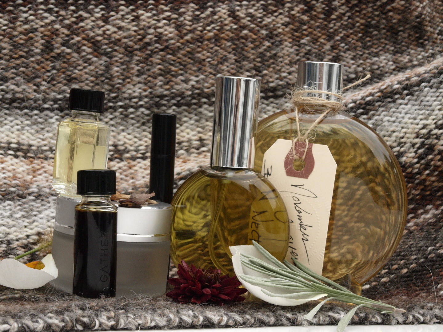 SEASONAL TREASURES .fall to winter: cloaks of scent, comfort, beauty rituals. LIMITED EDITION COFFRET | 8 pc