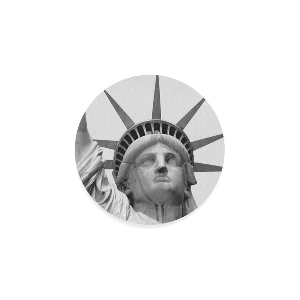 Black And White Statue Of Liberty Drink Beverage Round Coaster