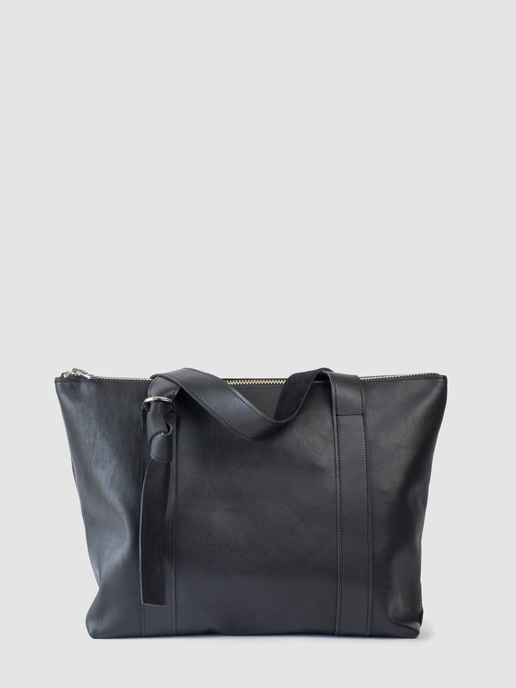 The SONYA LEE Nancy leather laptop tote features twin carry adjustable knot straps. Debossed logo on shoulder strap. Zippered closure. Ethically handmade in Canada using full grain leather. Free shipping across North America.